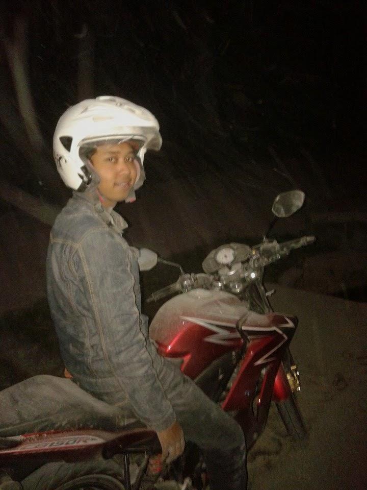 Seorang Blogger Yang Mencoba Tantangan Malam Valentin di Gunung Kelud
